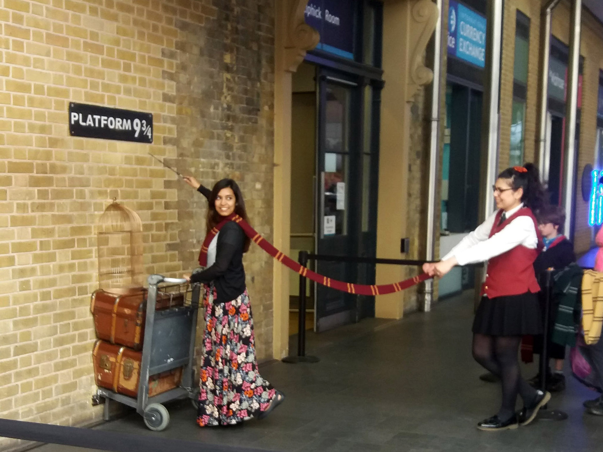 Platform 9 3/4 Kings Cross Station picture