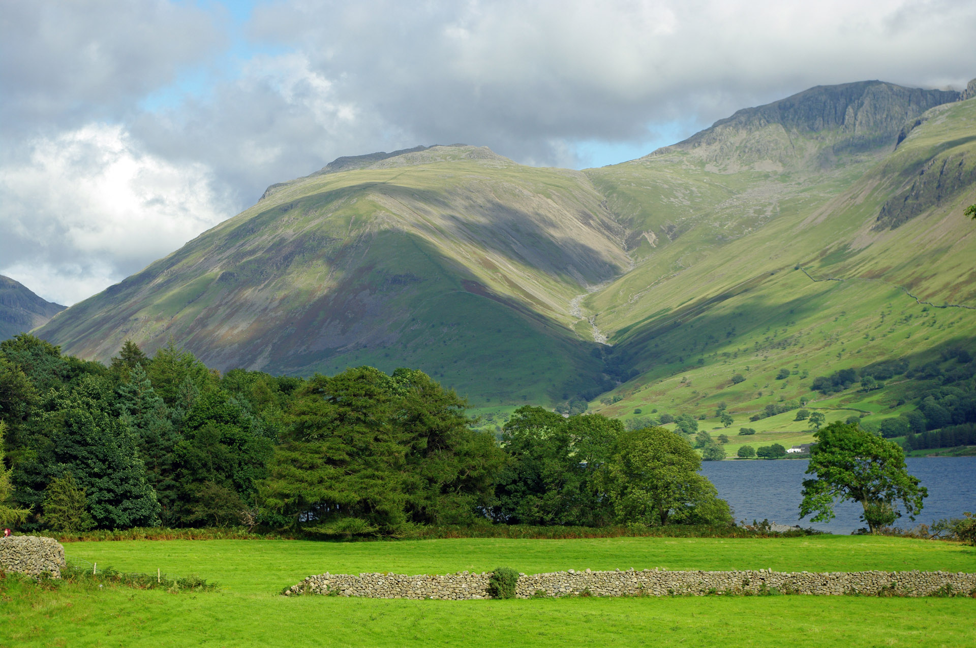 lake district Gullies deliver streams top up lakes