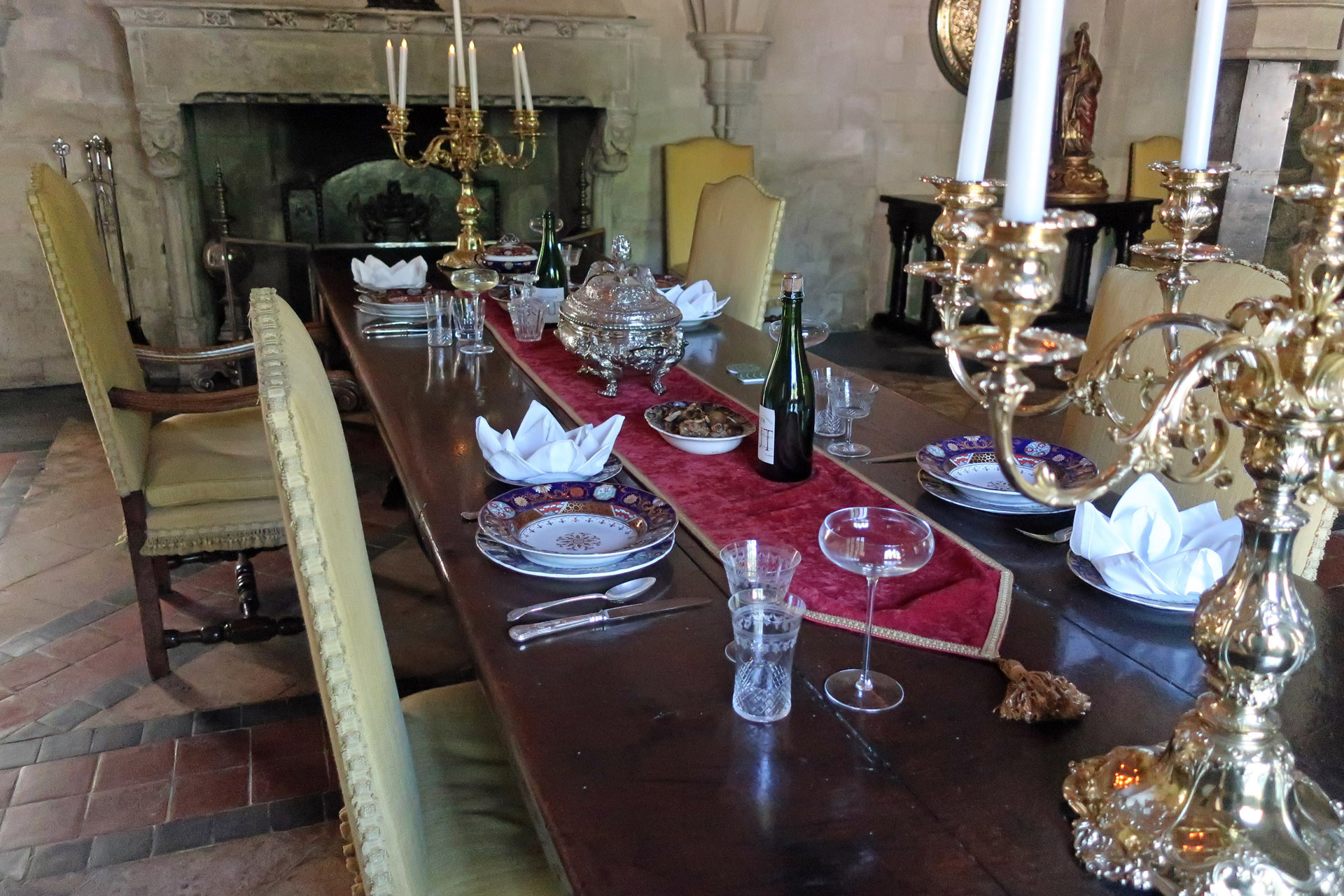 dining table, anglesey abbey, cambridgeshire