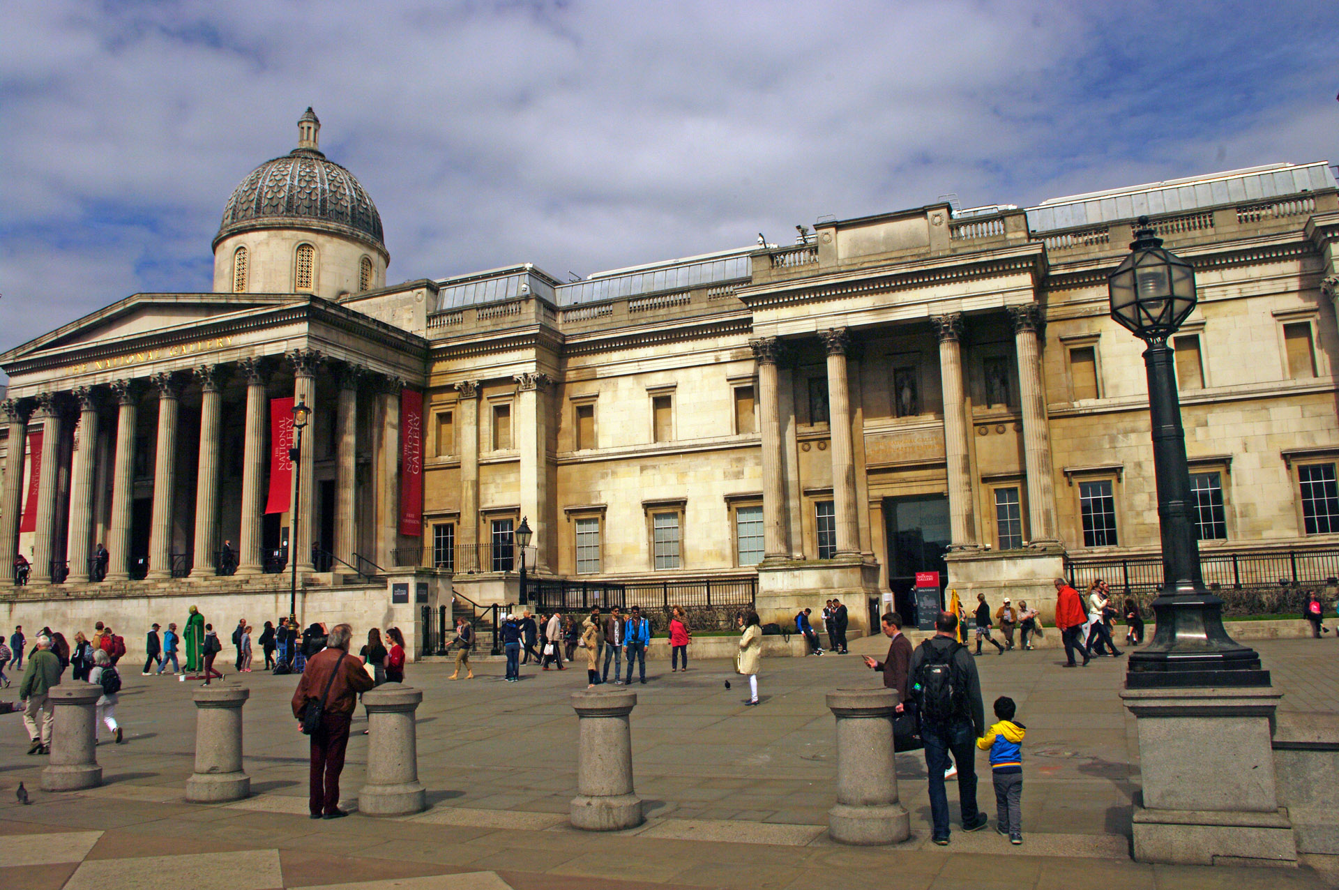 london National Gallery Trafalgar Square free entry Charing Cross tube station